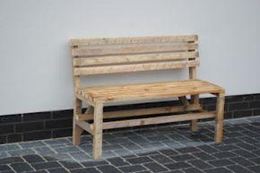 Bank aus alten Holzlatten