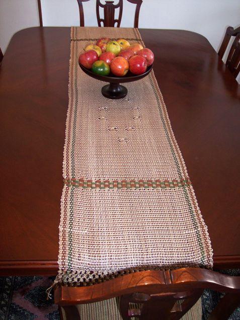 $80.000 COP Camino de mesa en hilo tejido en telar horizontal