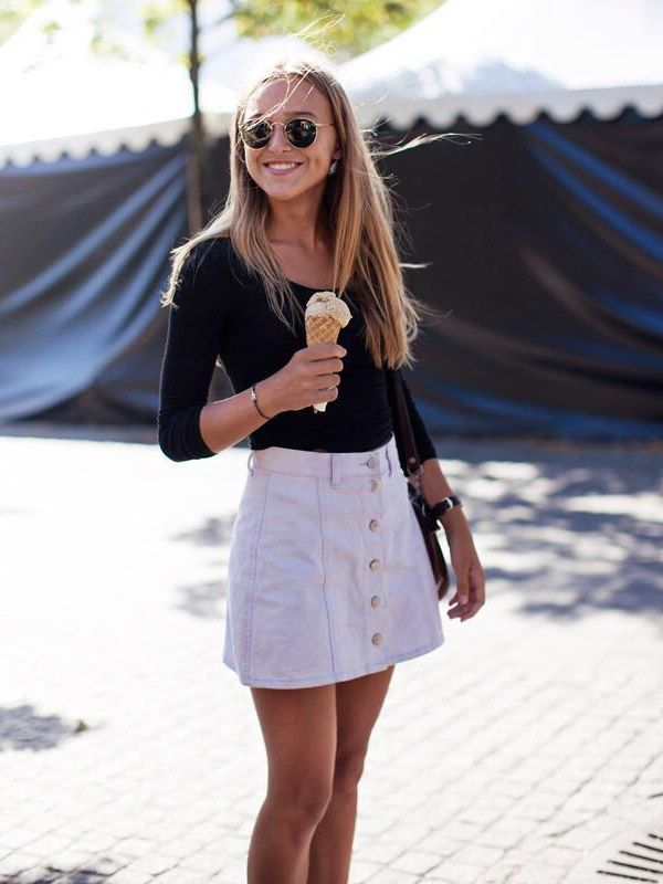 button-skirt-street-style-black-blouse