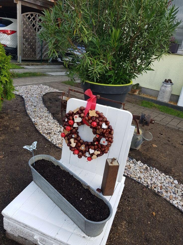 Herbstdeko auf alter Kartoffelwaage