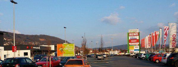 Mit Plakatwerbung am Einkaufszentrum, dem so genannten Point-of-Sale (POS) fördern Sie die Bekanntheit Ihrer Marke und steigern den Verkauf Ihrer Produkte. Sprechen Sie Ihre Zielgruppe bei der Ankunft am Verbrauchermarkt, auf dem Parkplatz, direkt vor der Kaufentscheidung an.   http://www.plakat-wirkt.de/index.php/aktuelles/127-plakatwerbung-am-pos-z-b-am-coleman-center-in-gelnhausen   #Plakat #Aussenwerbung #Gelnhausen #bundesweit