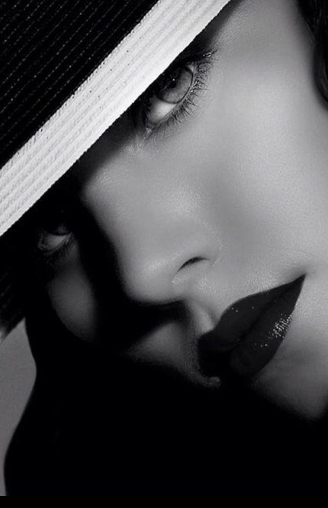 Black & White Glamour #DressingwithBarbie #elegance #glamour #blackandwhite #beauty #lady #style #classis #exxomakeup #elegant #class #exxomodels