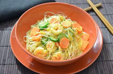 Spaghetti di riso gamberi e verdure