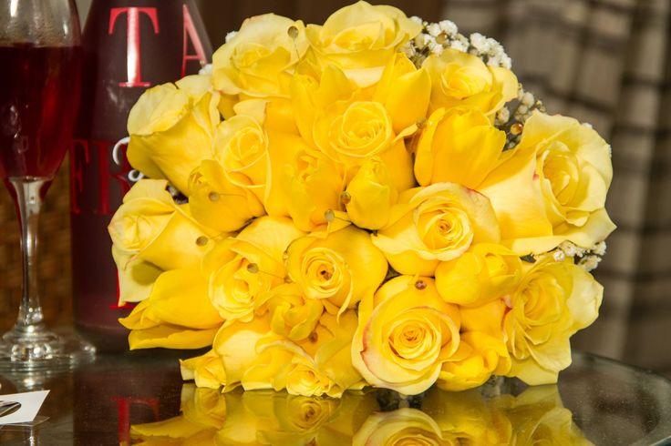 Ramo de novia en rosas y tulipanes amarillos