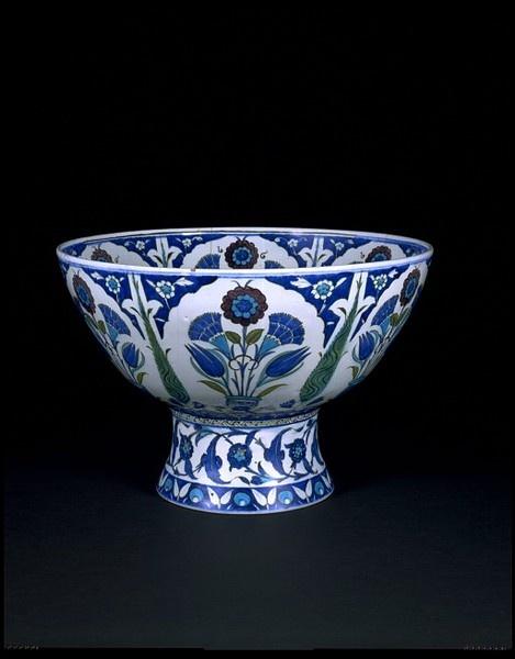 stunning 16th century #ottoman #turkish iznik bowl • Victoria and Albert museum