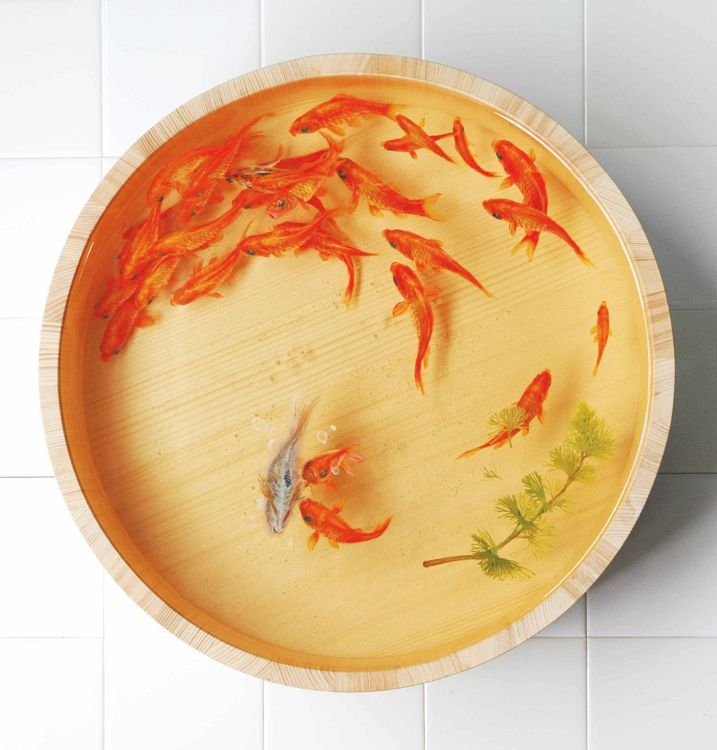 Fukahori's exclusive form of artwork uses acrylic on clear resin which is put into storage containers, producing a 3D physical appearance and realistic vitality.