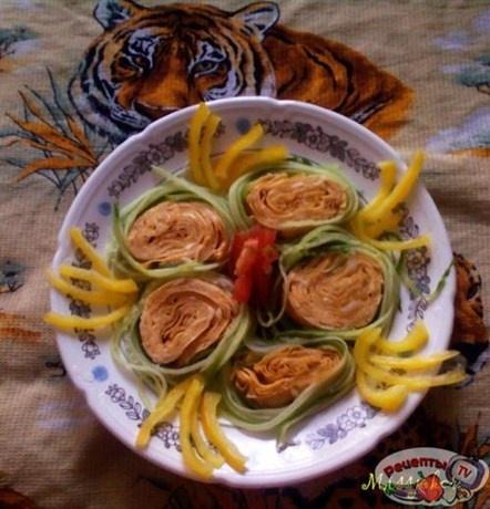 Яичный рулет с грецкими орехами