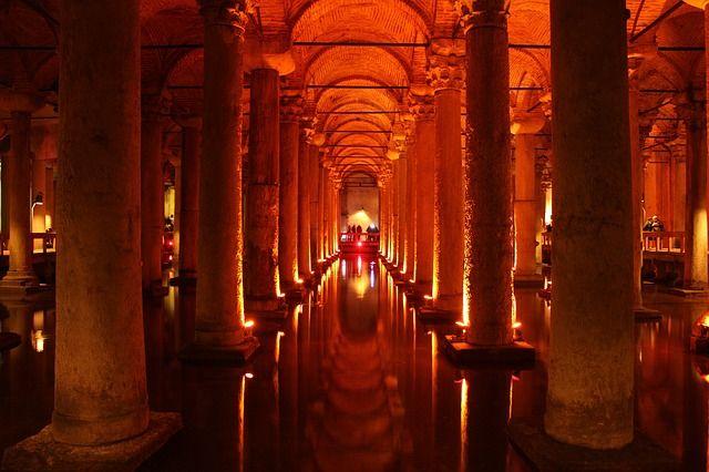 Luoghi misteriosi in Italia Santo Graal di Genova parma Tomba dei Giganti di S'Ena e Thomes Cappella di San Severo Mistero di Villa Palagonia curiosità