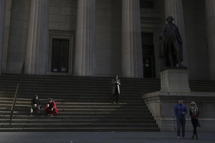 © Reuters.  וול סטריט ננעלה בירידות שערים; דאו ג'ונס נסגר  בירידה של 0.56%