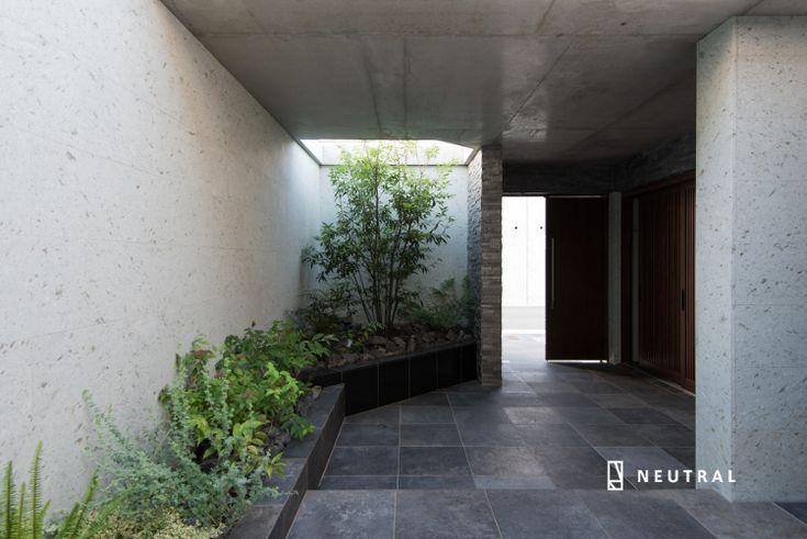 花壇で区切った植栽スペース