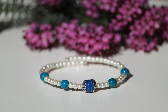 Bridal memory bracelet with white pearl beads by DeaJewelleryStore