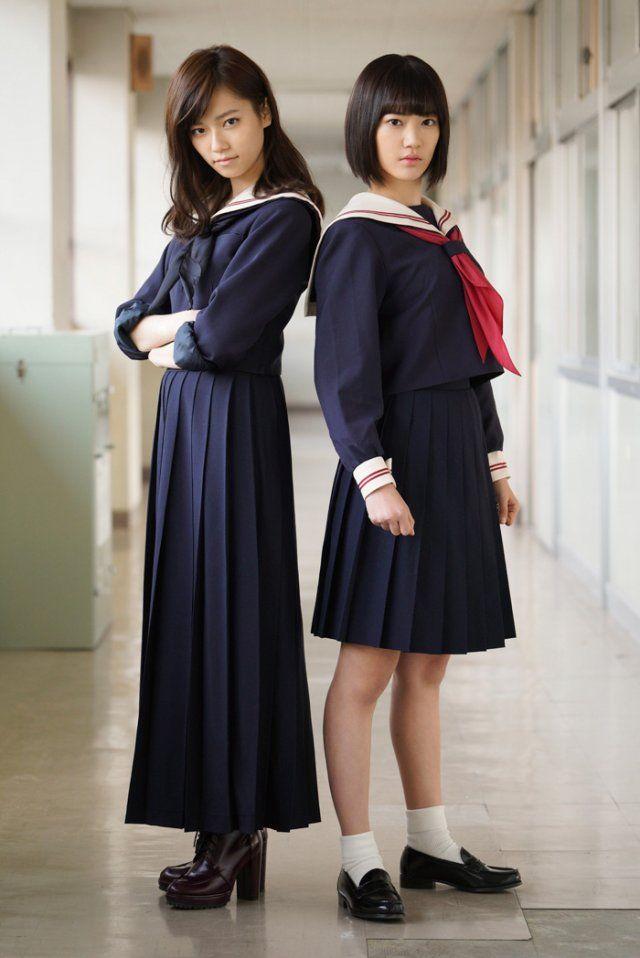 左から島崎遥香、宮脇咲良。(c)「マジすか学園」製作委員会