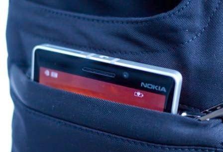 Microsoft rilis celana jeans dengan pengisian nirkabel untuk mengisi baterai ponsel
