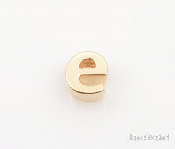"Matte Gold Alphabet - Small Letter ""e""  - Matte Gold Plated (Tarnish Resistant) - Brass / 4.8mm x 5.5mm  - 2pcs / 1pack"