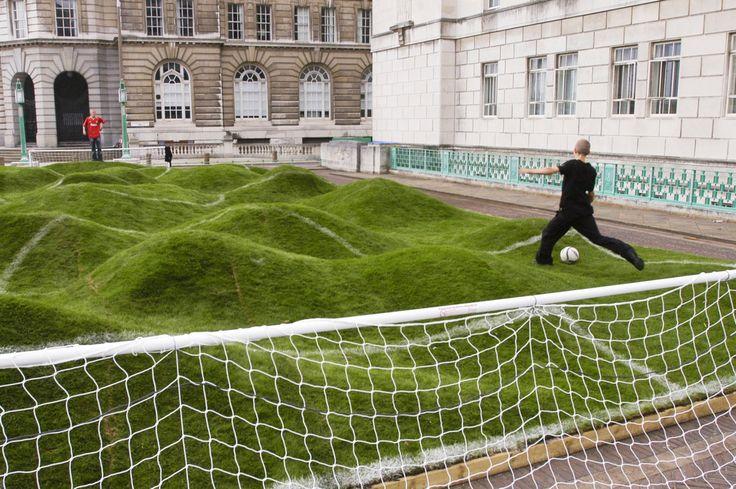 campo de futbol algo irregular: