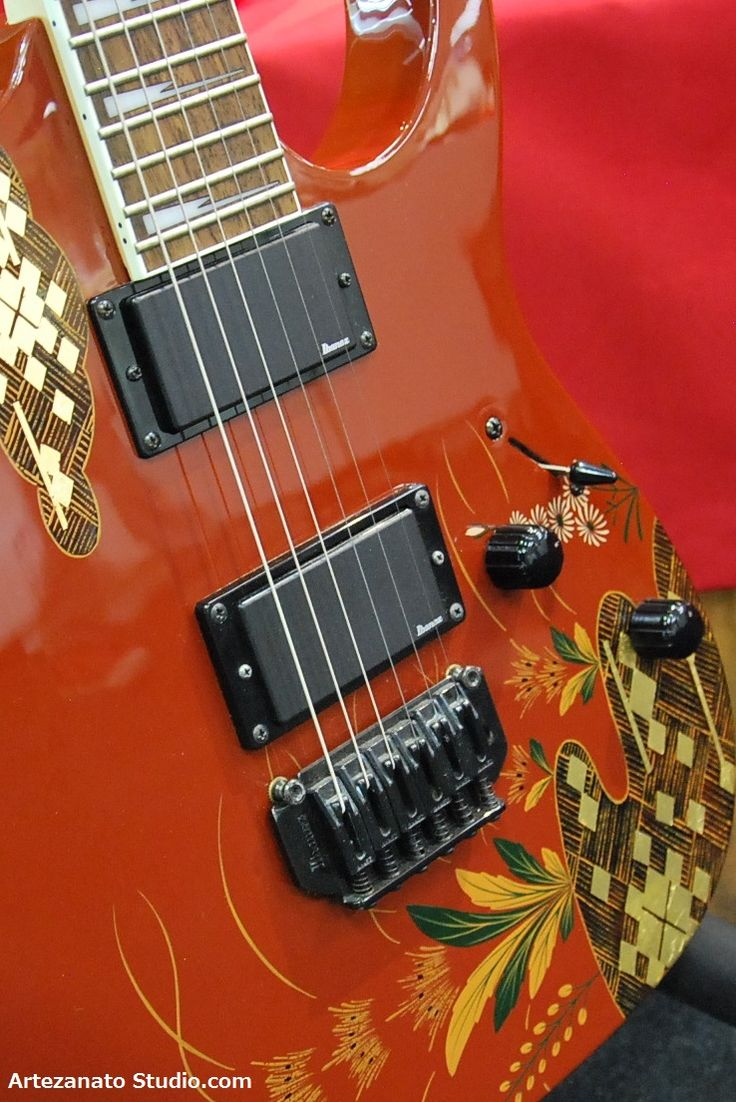 At a traditional Japanese handicrafts gallery in Tokyo, I found this Urushi lacquer (or called JAPAN) work. Sounds crazy, but the craftsmanship demonstrated on an electric guitar is really a piece of beautiful art. I wish Dave Lee Roth or Eric Clapton would play this instrument during one of their frequent visit to Tokyo!