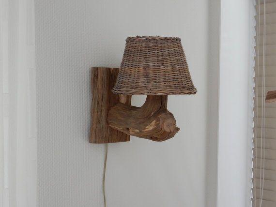 Venta Lámpara de pared de madera vieja.