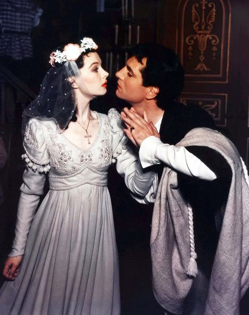 Vivien Leigh and Laurence Olivier in a stage production of Romeo and Juliet, 1940.