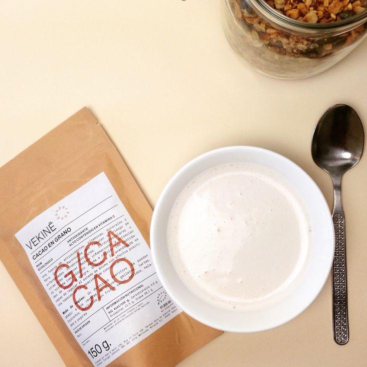 GRANOLA es un desayuno sano tipo muesli, normalmente lleva copos de avena, frutos secos y está horneada. Se toma con leche vegetal o animal. Es crujiente, llena de #proteínas, #nutrientes y #energía.  Es muy fácil de hacer! No hay excusas de probar y hacerla tu mismo. Así la puedes hacer sin aditivos químicos, sin azúcar, natural, ecológica o SIN GLUTEN si los ingredientes que eliges lo son.  http://www.vekine.es/post/107582238143/granola-es-un-muesli-sano-hecho-por-ti-sin
