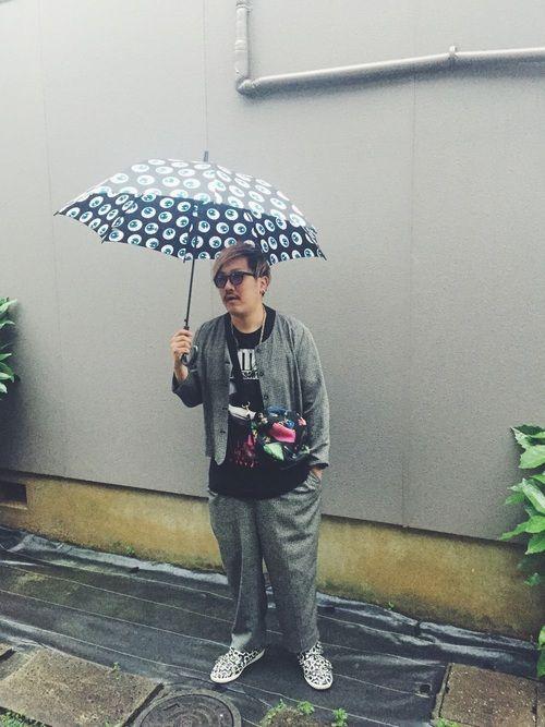 @雨の日セットアップコーデ @ヴィンテージレディースものいいです! @傘は相当派手なアイボール総柄
