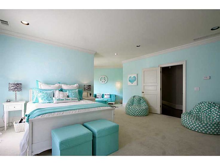 Tween room teal zebra accents girl bedroom ideas for Tween girl room decor