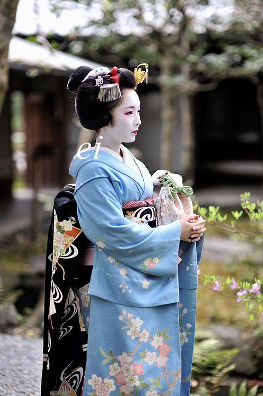 Maiko. Toshimana. #japan #kyoto #geisha #geiko #maiko #kimono #japanese culture