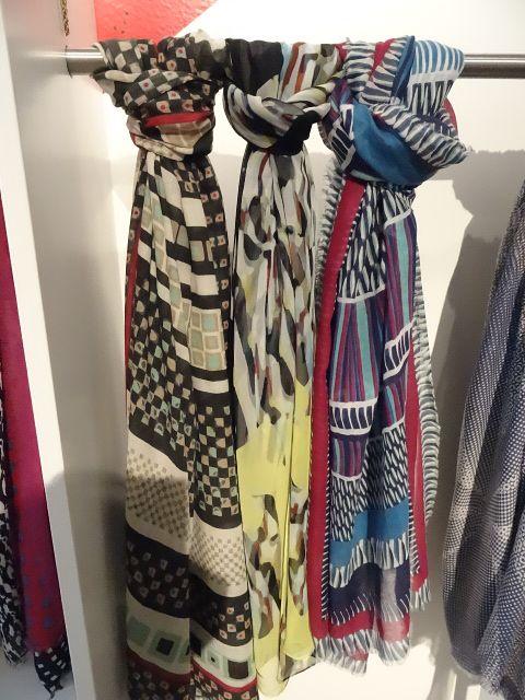 Echarpe soie Collection femme H14 Diane Von Furstenberg Disponible dans la boutique algorithme la loggia Strasbourg (paiement à distance et envoi possible)