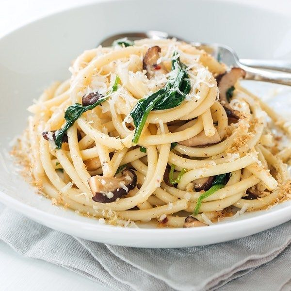 YUMMY RECIPE! Bucatini Pasta with Garlic Butter Sauce Shiitake Mushrooms and Spinach  #food #foodlover #pasta #pastalover #recipe #foodtime #foodporn #foodie #bucatini #shiitakemushrooms #spinach #pastarecipe #foodphotography #foodpics #foodgram #delicious #deliciousfood #dinner #lunch #yahoofood #yummy #yumyum #eeeeeats #gluttony #coolinaria & Recipe: @thecozyapron (instalink http://ift.tt/2jooN40) by coolinaria.es Food Foods Foodies foodie foodporn foodstagram foodlover foodspotting…
