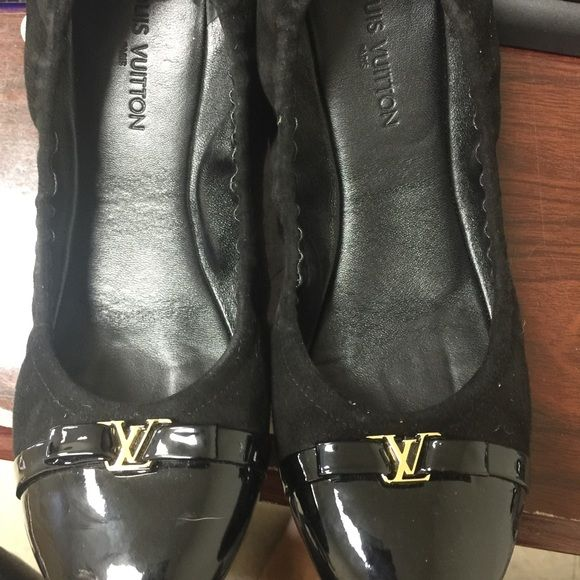 Louis voitton flats Like new Louis Vuitton flats Louis Vuitton Shoes Flats & Loafers