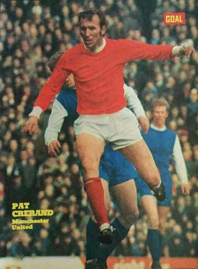 Man Utd 4 Sheffield Wed 2 in Jan 1968 at Old Trafford. Pat Crerand clears the ball #Div1