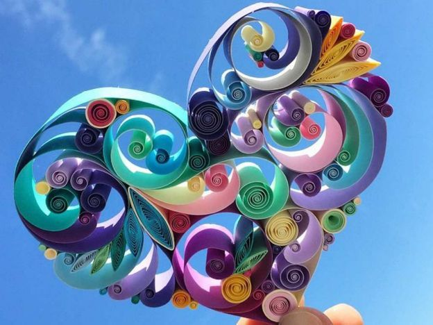 Sena Runa decidió seguir los latidos de su corazón, renunció a su trabajo y dedica su vida a hacer lo que más le gusta: arte con tiras papel de colores. Parece que tomó una buena decisión. Fotos: instagram / senaruna