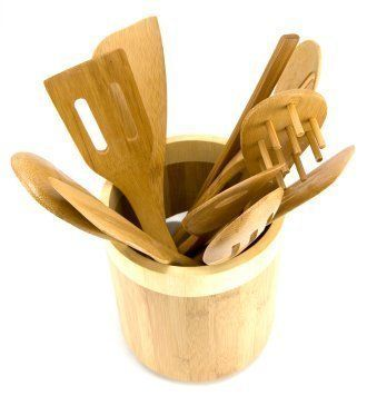 This is a guide to organizing kitchen utensils. Kitchen utensils are all different shapes and sizes, which can make them difficult to organize.  Well organized kitchen utensils makes it easier to find them and can also add a decorative element to your kitchen.