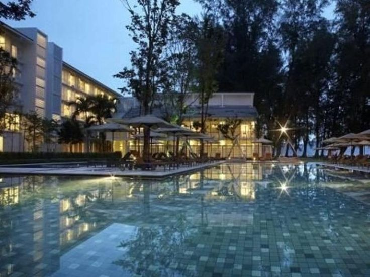 Penang Lone Pine Hotel Malaysia, Asia Lone Pine Hotel is conveniently located in the popular Batu Ferringhi area. The hotel has everything you need for a comfortable stay. Free Wi-Fi in all rooms, daily housekeeping, gift/souvenir shop, taxi service, wheelchair accessible are on the list of things guests can enjoy. Some of the well-appointed guestrooms feature closet, complimentary tea, towels, wooden/parqueted flooring, scale. The hotel's peaceful atmosphere extends to its re...