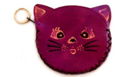 Monedero Gato Morado. Monedero en cuero con opción de llavero. Visítanos en tuakiti.com #monedero #purse #gato #cat #llavero #keyring #keychain #tuakiti