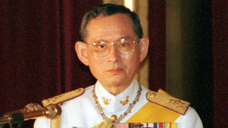 Скончался король Таиланда Пхумипон Адульядет http://kleinburd.ru/news/skonchalsya-korol-tailanda-pxumipon-adulyadet/  Король Таиланда Пхумипон Адульядет скончался на 89-м году жизни. Он считался самым долгоправящим монархом в современном мире. В последние годы король нечасто появлялся на публике из-за проблем со здоровьем. Осенью 2014 года ему была проведена операция по удалению желчного пузыря, а летом этого года — операция на сердце. Пхумипон Адульядет (также известен как Рама IX) […]
