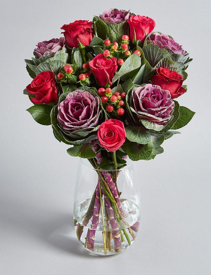 blumen weihnachten dekorieren zierkohl rosen beeren #weihnachtsdeko #christmas #flowers
