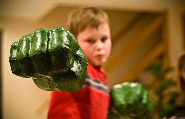 L'incredibile Hulk!!! http://www.bimbochic.it/giochi/i-pugni-dellincredibile-hulk-diventano-un-giocattolo-firmato-hasbro-1720.html
