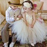 AI MEU DEUS QUE VONTADE DE APERTAR!! Olha esse pajem de chapéu, gente!! E essa daminha? Fofo demais, não é? :3 #dama #damadehonra #damadecasamento #pajens #casamento #wedding #ceub #casaréumbarato