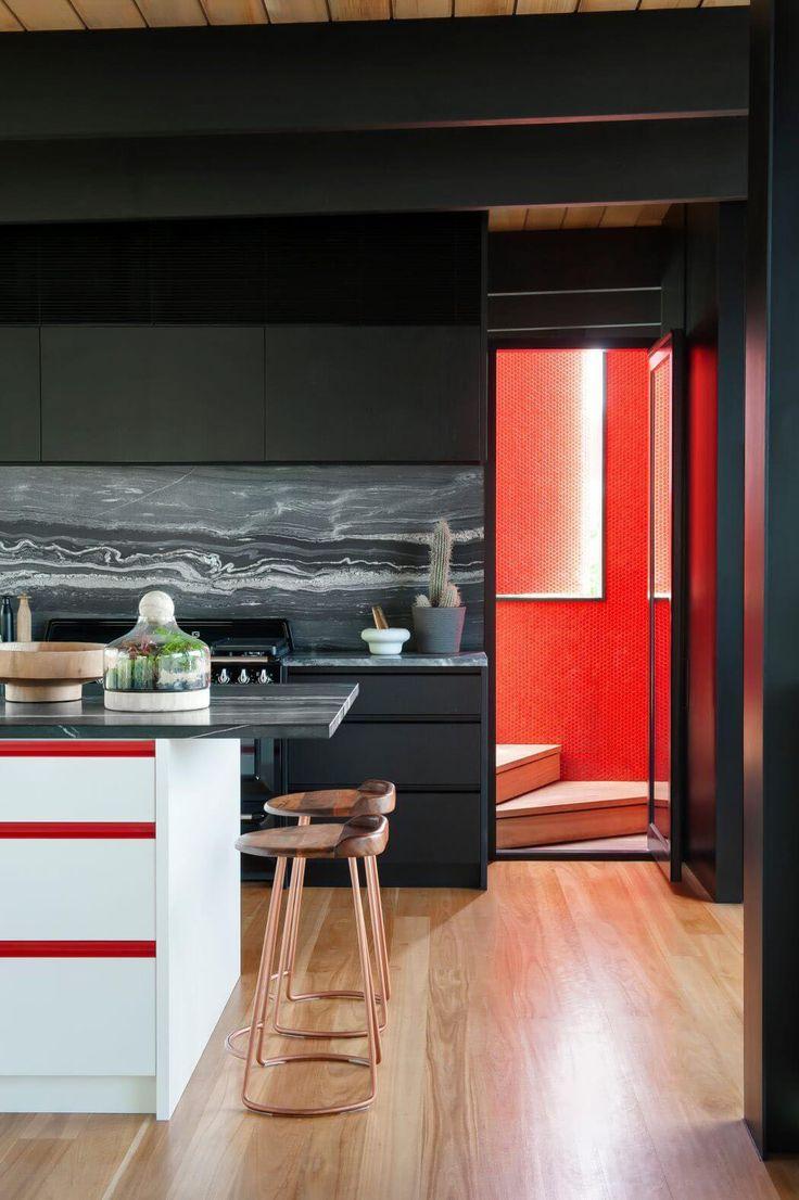 Les couleurs sombres et les nuances prononcées représentent la base de cette décoration design intérieure