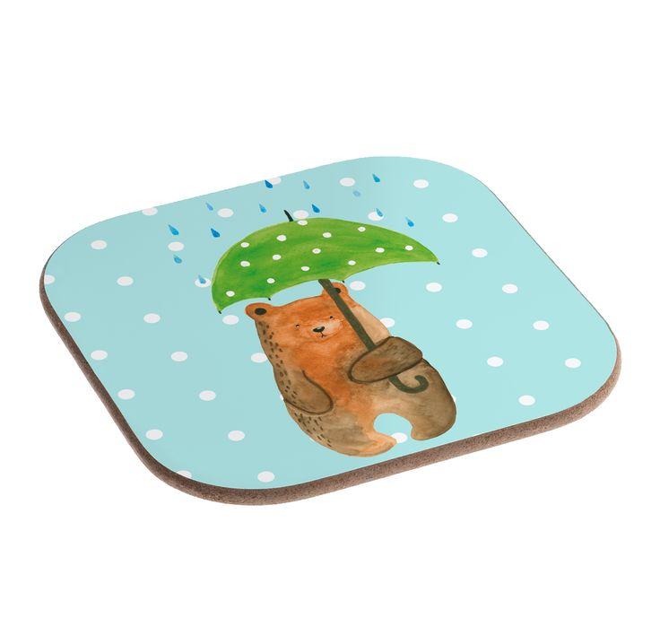 """Quadratische Untersetzer Bär mit Regenschirm aus Hartfaser  natur - Das Original von Mr. & Mrs. Panda.  Dieser wunderschönen Untersetzer von Mr. & Mrs. Panda wird in unserer Manufaktur liebevoll bedruckt und verpackt. Er bestitz eine Größe von 100x100 mm und glänzt sehr hochwertig. Hier wird ein Untersetzer verkauft, sie können die Untersetzer natürlich auch im Set kaufen.    Über unser Motiv Bär mit Regenschirm  """"Ich lasse dich nie im Regen stehen"""" - das gilt für unsere Freunde, für unsere…"""