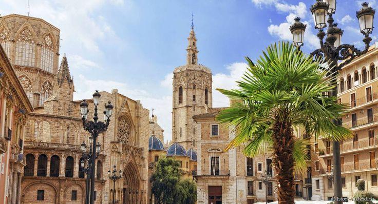 La cathédrale Sainte-Marie de Valence, dont les différents styles racontent l'histoire de la ville.