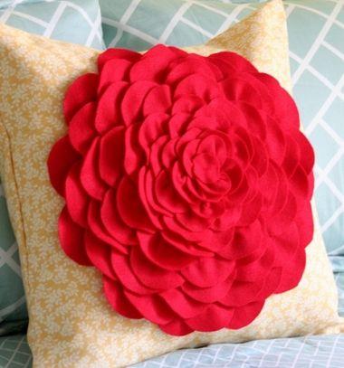 Beautiful DIY rose pillow with felt petals (sewing tutorial) // Gyönyörű rózsás díszpárna filc korongokból egyszerűen // Mindy - craft tutorial collection