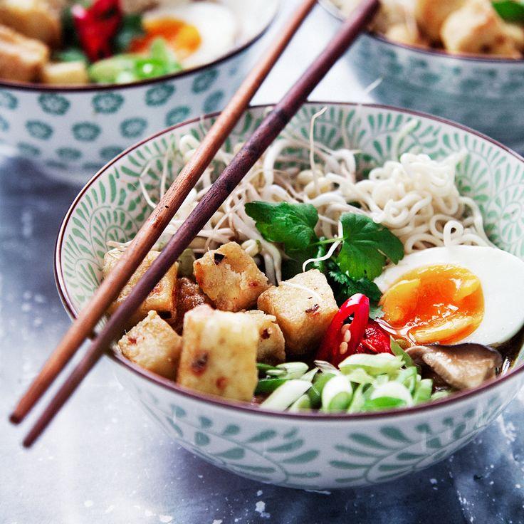 Ramensoppa med tofu är verkligen på allas läppar just nu. Så gott och kul att laga hemma. Testa att göra den redan ikväll! Här hittar ni receptet.