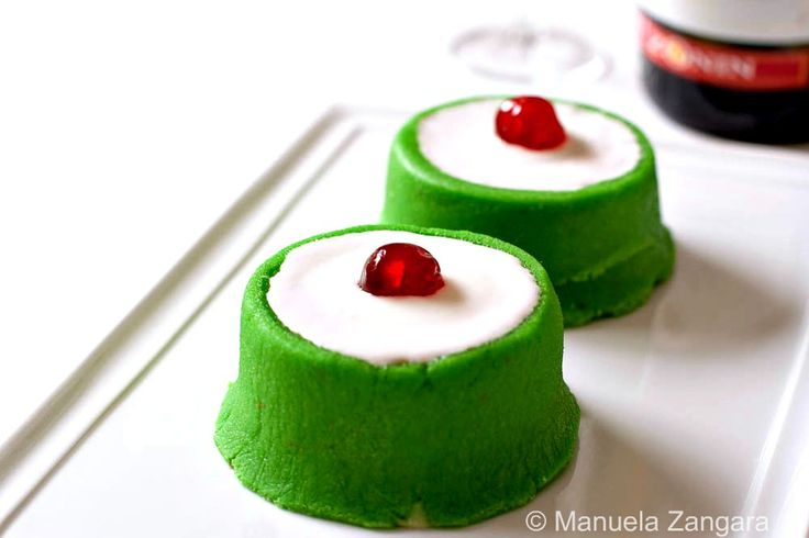 These cassatine are the snack version of the bigger and more famous Cassata Siciliana.  They are delicious little cakes filled with a sweet ricotta cream and chocolate and covered with marzipan and Royal Icing.