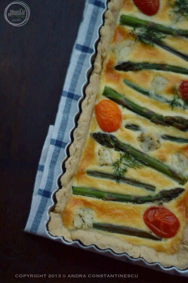 Retete de primavara-vara: tarta cu sparanghel, branza de capra si rosii Santini [*lacto-ovo-vegetarian] - Menta & Rozmarin