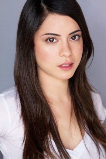 Rosa Salazar Cast as Lynn for Insurgent<-----and as Brenda for the second movie of the maze runner ;)