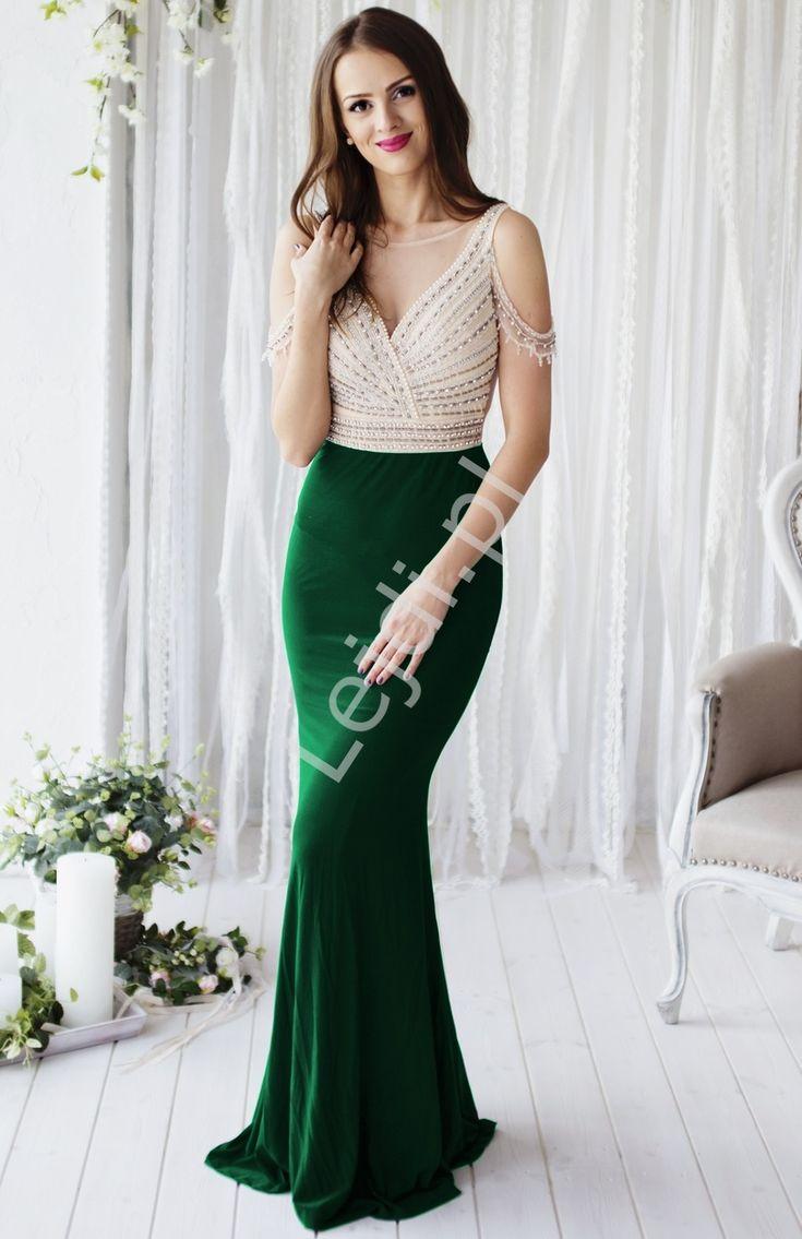 Przepiękna zmysłowa suknia wieczorowa z górą w złotym kolorze wyszywana perełkam, koralikami i cyrkoniami, dół w kolorze ciemno zielonym. Suknia przyległa do ciała. Na ramiona delikatnie opadaja zdobienia. Tył z tiulu w kolorze cielistym. Bardzo efektowna i zwracająca uwagę suknia w stylu gwiazd Hollywood. Absolutny unikat !!! Suknia z pewnością przywodzi na myśl suknie z czerwonego dywanu.  Green hollywood dress. www.lejdi.pl  #sukienka #suknia #moda #styl #dress #eveningdress #green dress