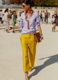 С чем носить желтые брюки 3