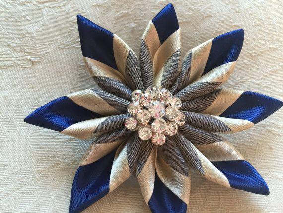 Broche-Marina de guerra azul & oro por DarlingPetalsbyLinda en Etsy