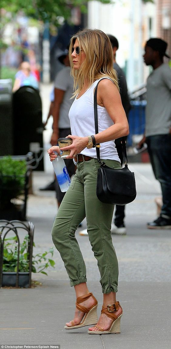 Jennifer Aniston summer outfit - khaki jeans, wedges and white t-shirt